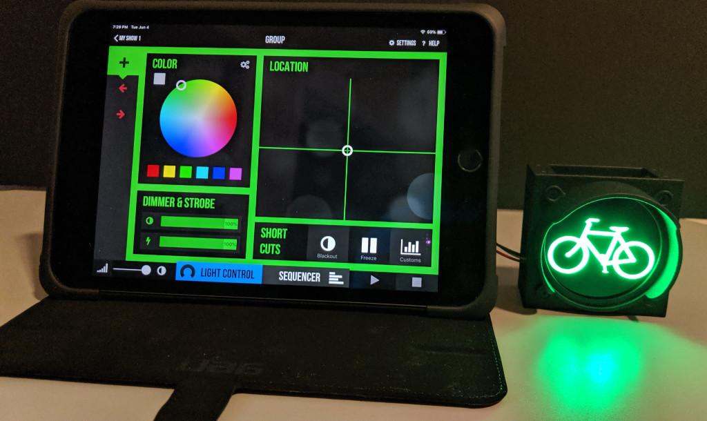 Controlling the traffic signal color via Art-Net and Photon on an iPad Mini.